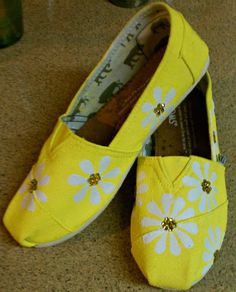 Yellow daisy print- toms shoes