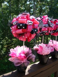 pink ~ black ~ white centerpieces ~ so pretty. Ribbon centerpieces I love it