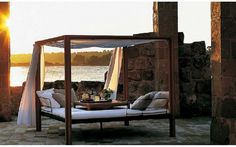30 Outdoor Canopy Beds Ideas for a Romantic Summer: http://bit.ly/yAdB7n