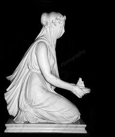 A most beautiful Raffaelle Monti marble statue of a Veiled Vestal Virgin