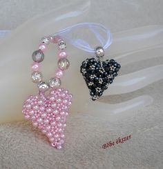 Beaded heart TUTORIAL The pink uses 4 mm glass pearls and 11/0 seed beads.  The dark one, consists of 3 mm czech fire-polished and 15/0 seed beads. The picture shows the difference in size. 110 seed, seed bead