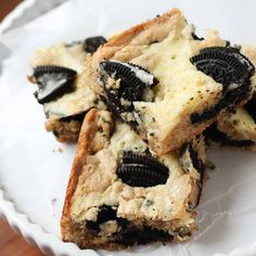These Oreo Cream Cheese Blondies are packed with flavour! #dessert #sweets