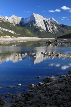 Medecine Lake - Jasper National Park - Alberta, Canada