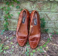 Brown Leather Crocodile Print Flats size 7 1/2 by beckyplantstrees, $22.00