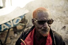 Man with henna dyed hair in Hargeisa, Somaliland. Photo by Swaitoslaw Wojtkowiak. henna dy