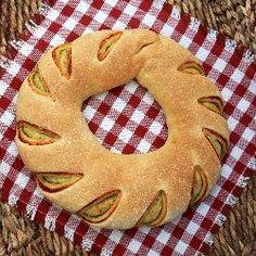 Tomato pesto swirl bread