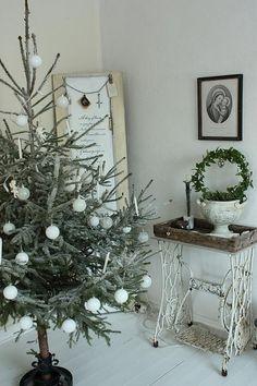 vintage christmas, sewing tables, white christmas, nordic christmas, scandinavian christmas