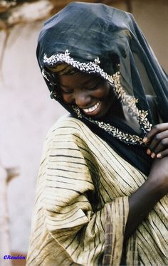 Africa | Beautiful shy smile from Mali | ©Carlos Rendón