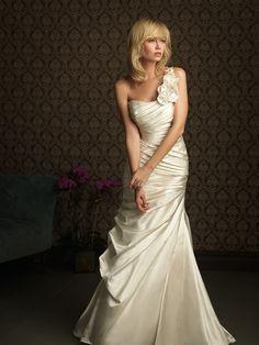 wedding dress: Allure