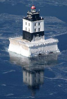 light houses in michigan, lighthouse michigan, lake huron, poe reef, lighthousefriendscom, lakes, islands, reef lighthous, cheboygan michigan