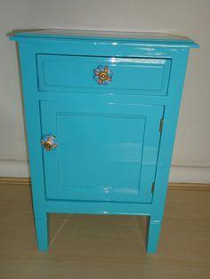 Criado mudo em laca turqueza, uma gaveta e uma porta, unico, puxadores de porcelana R$520,00