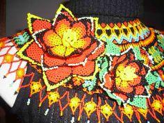 collar en mostacilla checa, artesania autoctona de la comunidad indigena emberá- chamie...Colombia