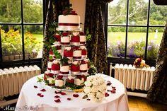 Christmas Wedding Cake Petite Tower   #christmas #xmas #holidays #xmaswedding #christmaswedding