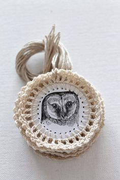 cute #crochet and paper owl gift tags by Creative Carmelina