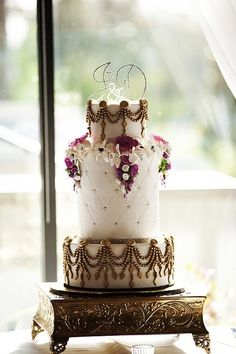 #wedding #cake #floral #whimsical #details // #party #sweets