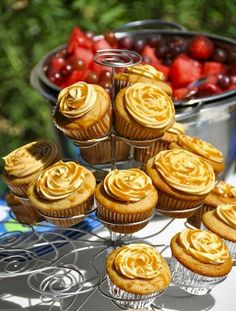 Harry Potter Butterbeer Cupcakes, Outdoor Party Dessert Table Ideas, Homemade Sweets for Kids #butterbeer #cupcakes www.foodideasrecipes.com