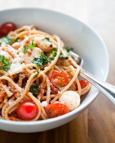 Whole wheat spaghetti caprese