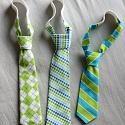 Toddler Neck Tie Pattern  http://imsharingthewealth.blogspot.com.es/2011/09/little-boy-tie-tutorial.html