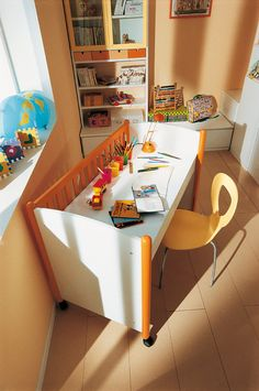 Crib reused as a desk (no instructions - just photo). Cribs Turn, Repurposed Cribs Desks, Kids Stuff, Cribs Ideas, Cribs Reuse, Kids Rooms, Baby Cribs