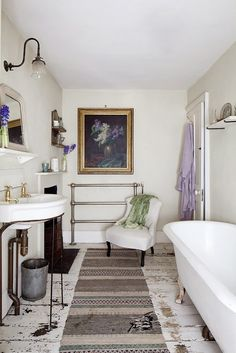 Awesome Charming Shabby Chic White House In London : Charming Shabby Chic White House In London With White Wall Chandelier Washbasin Mirror ...