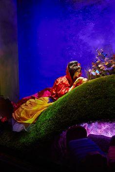 HARRODS' DISNEY PRINCESS HOLIDAY WINDOWS REVEALED! - Snow White