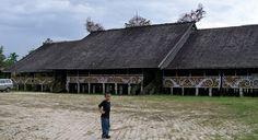 Rumah Panjang (Rumah Adat Suku Dayak) Kalimantan Barat