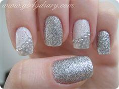Light silver. Absolutely loooooove this(: