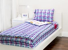 The Sweet Stuff Zipit Bedding Set is reversible. Zipit Bedding is America's FIRST all-in-one zippered bedding that will forever change the way people, of ALL ages, make their beds! Simply put, it works like a Sleeping Bag… you just Zipit!