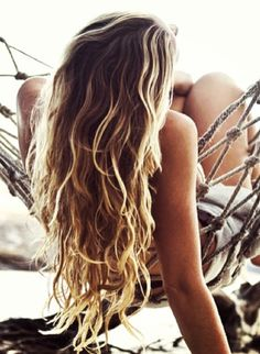 """Beach hair. Sadly my hair doesn't """"do"""" this on it's own.. think I need some help from #aioutlet .... I hear you just have to step on the Aruba beaches and VOILA awesome mermaid hair ACHIEVED!"""