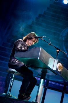 Lawrence Gowan of Styx  by NAMays, via Flickr