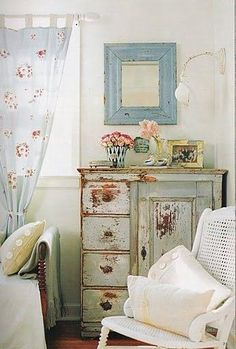 cute little vintage bedroom