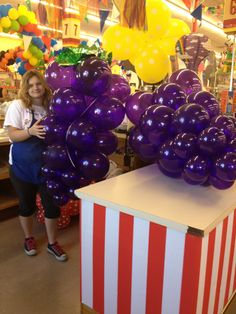 Giant grape bunch balloons balloon art pinterest for Balloon cluster decoration