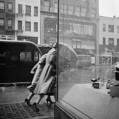 vivian maier, new york city, bus stop, street photography
