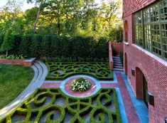 Don't know where this is, but kudos to Harold Leidner Landscape Architects. Beautiful!