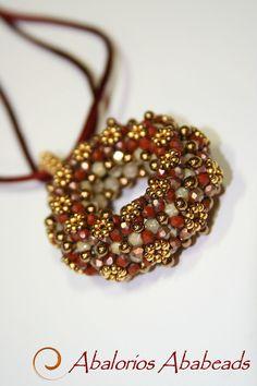 A thin Called Ring  Diseño de Sabine Lippert  confeccionada con cristales checos que me encantan.