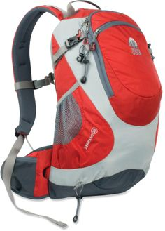 Granite Gear Serrano 25 Pack has lots of pockets to keep you organized and weighs under 2 lbs.