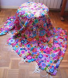 Ganchillo de flores by fperezajates, via Flickr #crochet #afghan