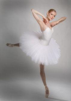 Olga Esina in Suite en Blanc  Photo © Casanova Sorolla