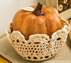 Quick and Easy Thanksgiving Craft: Doily Nested Pumpkins