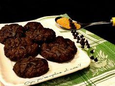 Biscotti al cioccolato con glassa, ricetta dolce. http://blog.giallozafferano.it/oya/biscotti-al-cioccolato-ricetta-dolce/