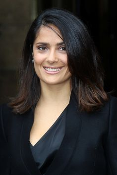 Salma Hayek rocks the shoulder-length locks