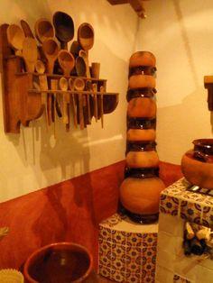 Los utensilios normales de una cocina que se diga mexicana deben de llevar cucharas de palo y ollas de barro - Ciudad de México, México