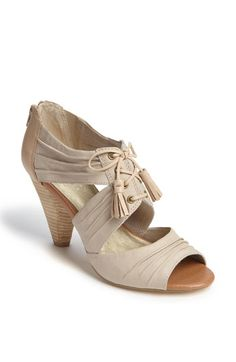 And another neutral shoe that I <3