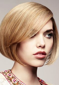 If you've got an oblong face shape, you need to be all over these expert tips on how to use optics to look amazing. Get the look with one of these medium length hairstyles!