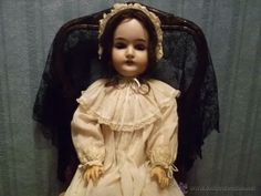 ANTIGUA MUÑECA QUEEN LOUISE ANTIQUE DOLL