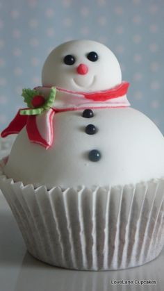 Mr Snowman Cupcake #cupcakes #cupcakeideas #cupcakerecipes #food #yummy #sweet #delicious #cupcake