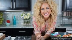 Kimberly Schlapman from Little Big Town.  LOVE her curly hair.