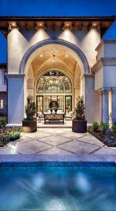 Luxurious Backyard and Pool!!