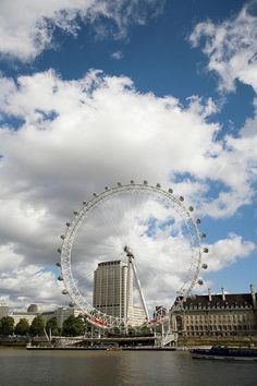 ✮ Millennium Wheel On the Banks Of the Thames - London, England