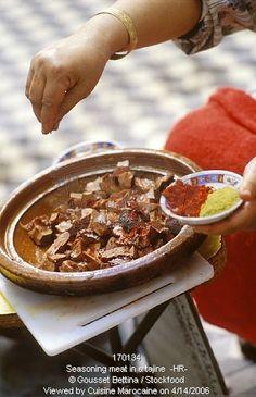 أشهر وصفات الطبخ المغربي بالصور : مطبخ ام ايمن Seasoning meat Tagine